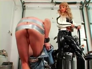 Femdom-goddess Live Out Her Fetish shagging Maid With plaything