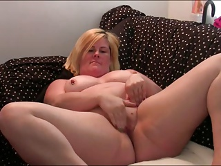 BBW housewife fingers on cam