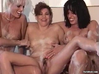 Three milf's pissing in bath
