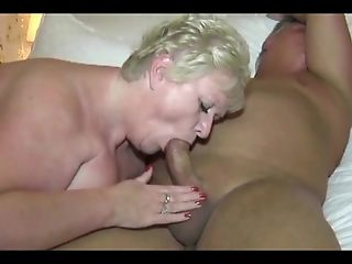 Mature BBW Exchanges Oral Sex
