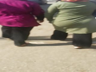 Gigantic arse hijab wifey wiggling arse in the street